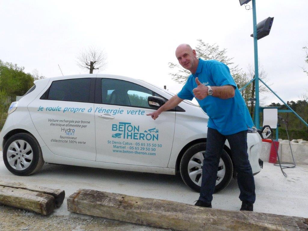 Béton Theron roule à l'énergie propre, avec son véhicule de service électrique Zoé